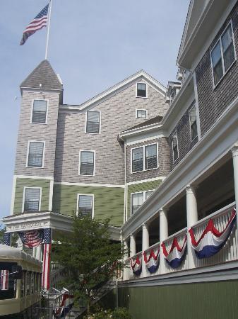 The Nantucket Hotel & Resort: Entrance to The Nantucket Hotel July 4th