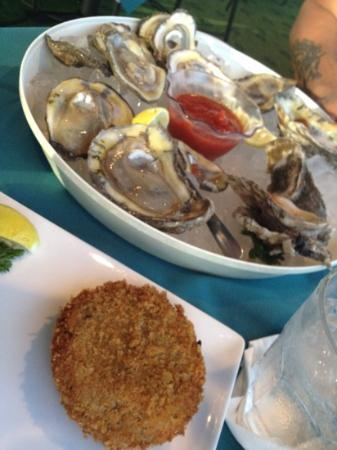 Sea Ranch Restaurant-Bar: oyster and crab cake
