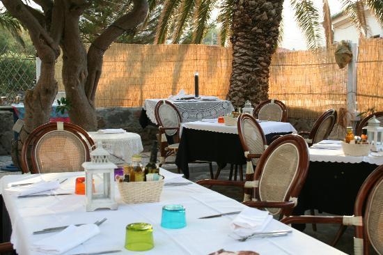 Hotel il Saracino: les tables dressées