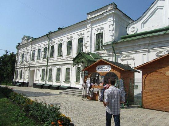 Музей микроминиатюр Николая Сядристого: Museum entrance location, with souvenir kiosk.