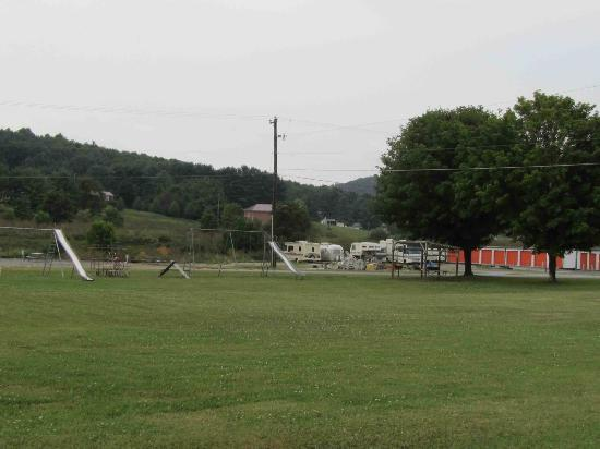 Fort Chiswell RV Park: Play area