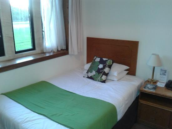 Stanton House Hotel: Large single bed