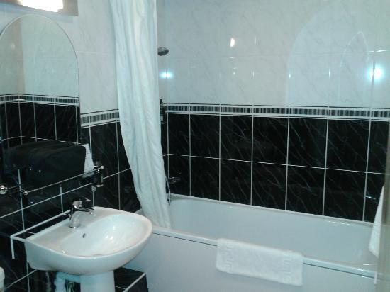 Stanton House Hotel: Bathroom