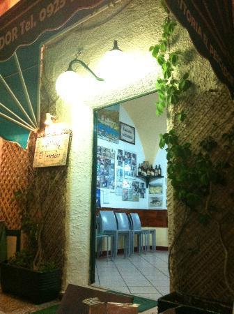 Trattoria El Pescador: L'ingresso del ristorante