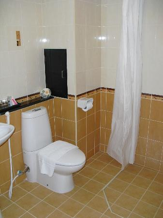 โรงแรมนราวรรณ: The bathroom of room 203 at Narawan Hotel in Hua Hin.