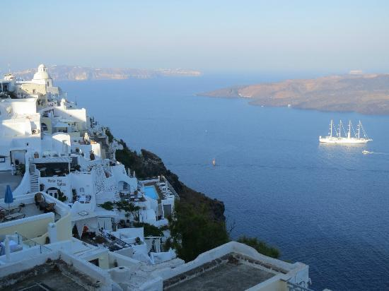 Iriana Rooms and Apartments: view of Fira/Caldera