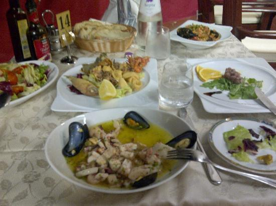 La Vela : seafood salad, fritto misto, tuna tartare and seafood fregulina