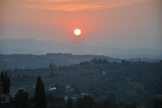 Villa Torre Rossa Apartments: Uitzicht vanaf tuin