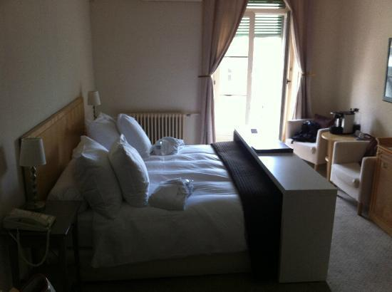 Hotel Beau-Rivage: Le grand lit