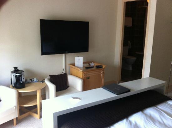 Hotel Beau-Rivage: La TV