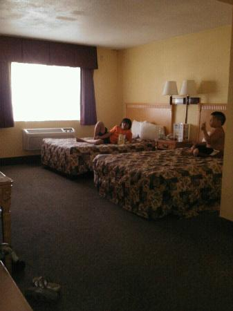 Days Inn Redwood City: Our room was HUGE!