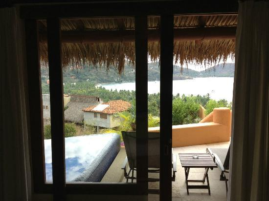 Hotel Cinco Sentidos: Our view from our bed