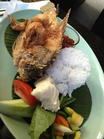 HARRIS Hotel Tebet: Good food w/ big and crispy fish