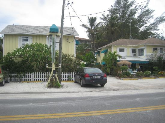 Cedar Cove Resort & Cottages: Bamboo Cottage viewed from across the street