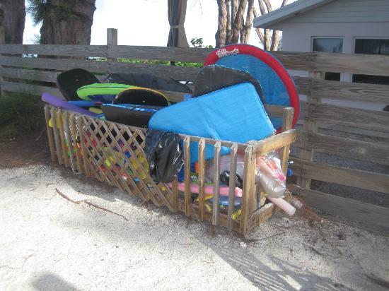 Cedar Cove Resort & Cottages: Large box of stuff for the kids