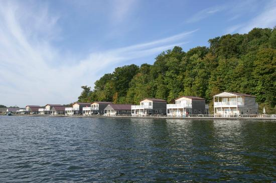 Campbellsville, เคนตั๊กกี้: Green River Marina & Resort Floating Cabins
