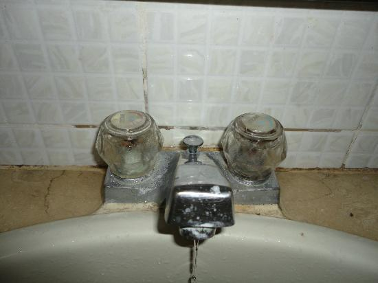 Pacific Cebu Resort: The water runed because the taps was so old..and full of dirt..