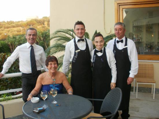 جراند هوتل فيسوفيو: Friendly bar staff 