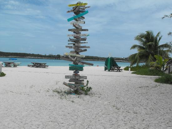 Augusta Bay Bahamas: Signs to Everywhere from Chat and Chew