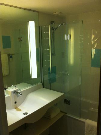 Novotel Coventry: Lavabo & baignoire