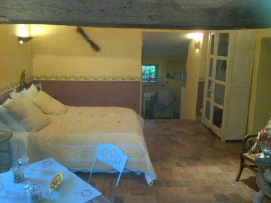 Le Manoir de Gatines : Chambre avec un espace dîner et lecture