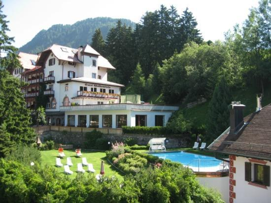 Boutique & Fashion Hotel Maciaconi - Gardenahotels: vista delal piscina dalla camera dell'albergo