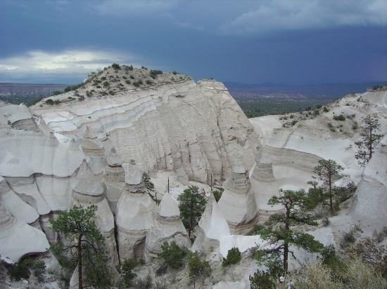 New Mexico Enchanted Hikes Day Tours: Tent Rocks