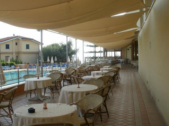 Grand Hotel Vesuvio : Alfresco dining