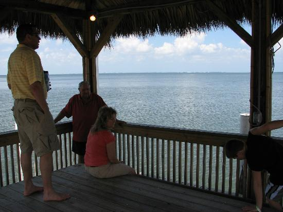 Bay Harbor Hotel: gazebo at end of small pier