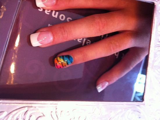 Nail Art On The Ring Finger Looks Fantastic Picture Of Sonas
