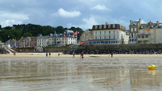 Hotel de la Marine: View of hotel from the beach