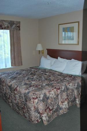Days Inn Thunder Bay North: Sleeping room