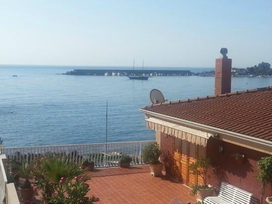 Hotel Costa Azzurra: Vue sur la Mer et le Port de Giardini Naxos