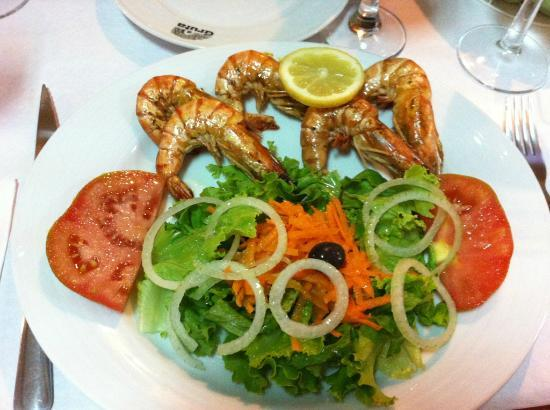 knackiger salat mit scampi als vorspeise foto de a gruta snack bar viana do castelo tripadvisor. Black Bedroom Furniture Sets. Home Design Ideas