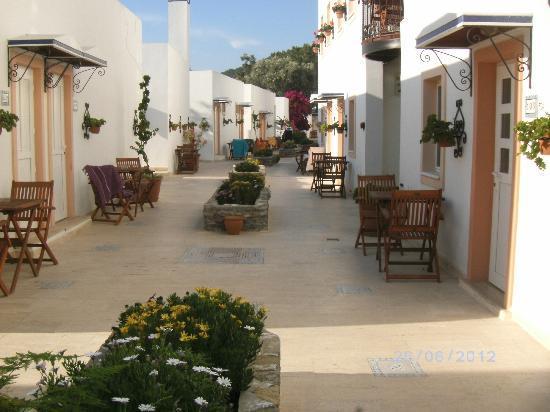 Hotel Comca Manzara: une allée de l'hôtel