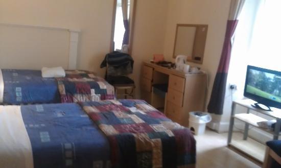 Strathpeffer Hotel: twin bedded room 5