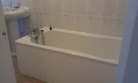 Strathpeffer Hotel: bathroom in room 5