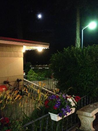 Villa Motel: Tranquil night at the Villa