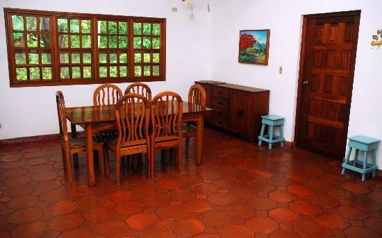 Parque Maritimo el Coco: Casa Malinche - Dining room