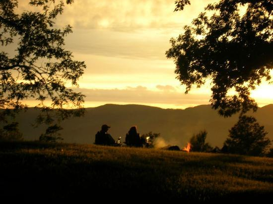 Fire Mountain Inn: The bonfire at Fire Mountain, Highlands NC
