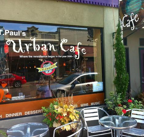 T Paul's Urban Cafe: Colorful outside too
