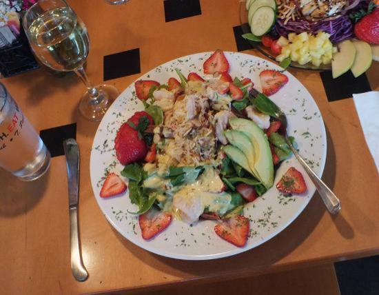 T Paul's Urban Cafe: Awesome salads, generous portions