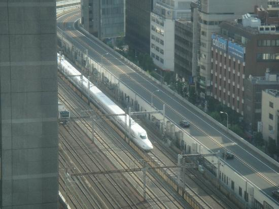 Dai-Ichi Hotel Tokyo: View of Shinkansen and Subway train from 20th floor