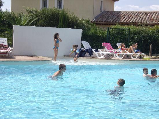 Zenitude Hôtel-Résidences La Tour de Mare : piscine