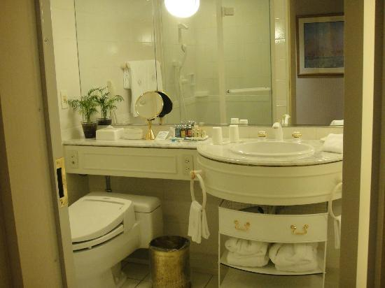 Dai-Ichi Hotel Tokyo: Clean and spacious bathroom