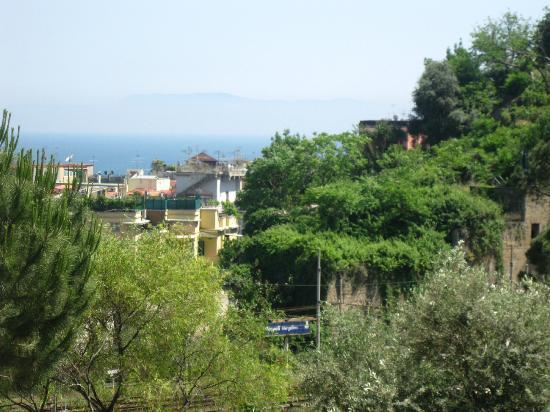 HI Hostel Naples Mergellina: Vue de la chambre