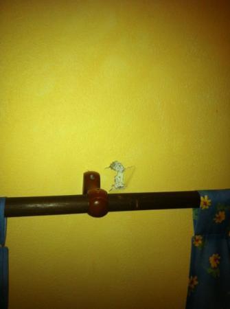 Logis Domaine de Roquerousse : tringle a rideau!