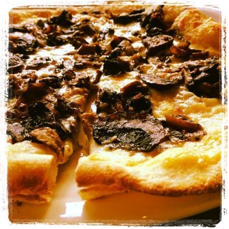 Uno Chicago Grill - Plattsburgh : thin crust pizza