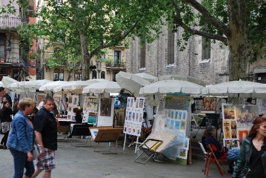 el Jardi: place Sant Josep en face de l'hôtel