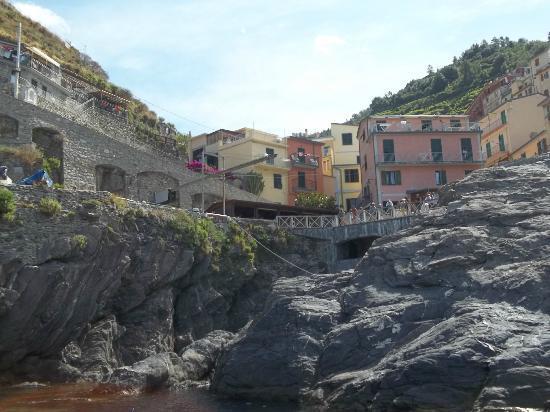 ALBERTA Casa Vacanze: vista di casa alberta dal mare